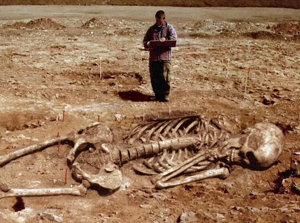 Скелет человека на луне фото 6